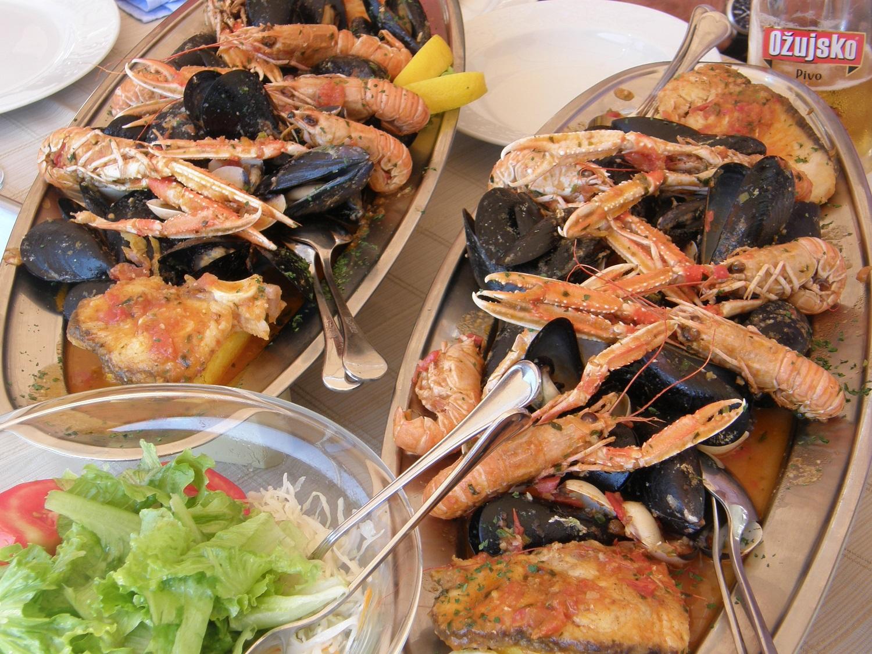 Croatian-Cuisine-seafood-gastronomy-sailing