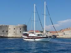 antropoti_yachts_croatia_cruising_adriatic_gulet_sun (2)