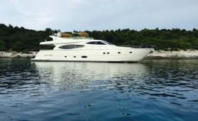 motor-yachts-ferretti-760-antropoti-yacht-concierge (1)